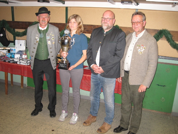 Von links: 1. Schm. Josef Kempfle, Silvia Vorreiter (Die Echlisbronner), 1. Bürgm. Oliver Preußner,1. Schm. Harald Herbst